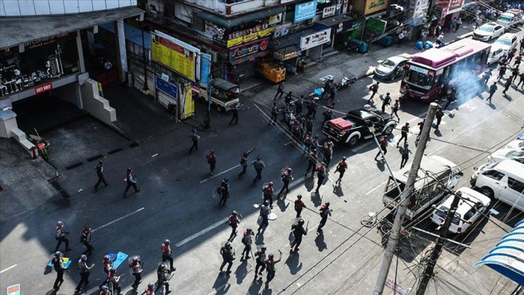 Myanmar'da, banka ve ATM'lerden nakit para çekme işlemi sınırlandırıldı